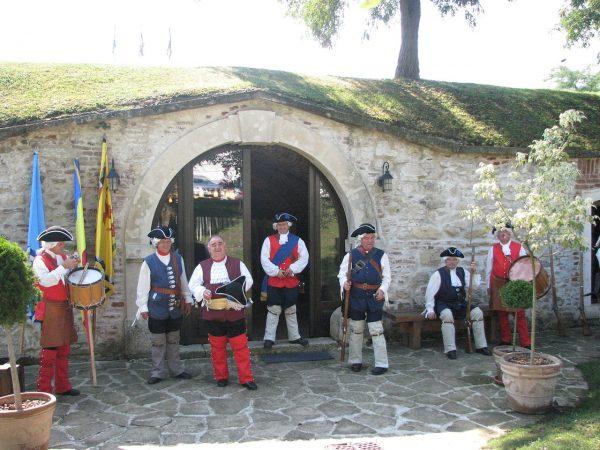 1280px-Alba_Carolina_Fortress_2011_-_Guards-1